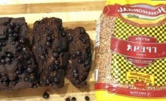 Шоколадно-банановый кекс с черникой без яиц и молока кулинарный рецепт