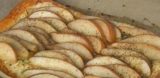 Слоеный пирог с грушей и тимьяном кулинарный рецепт