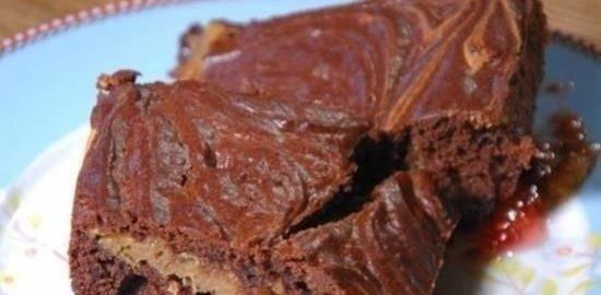 Брауни с арахисом и малиновым джемом кулинарный рецепт