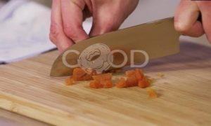 Гранола с орехами, сухофруктами и кленовым сиропом рецепт шаг 2