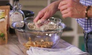 Гранола с орехами, сухофруктами и кленовым сиропом рецепт шаг 3