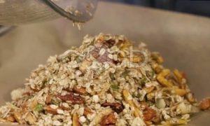 Гранола с орехами, сухофруктами и кленовым сиропом рецепт шаг 5