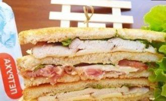 Клубный сэндвич с курицей и беконом кулинарный рецепт