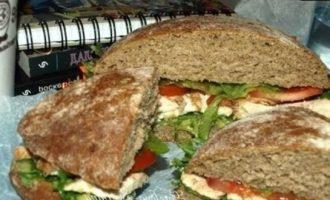 Сэндвич с курицей и авокадо кулинарный рецепт