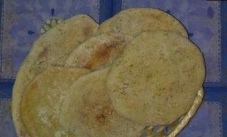 Домашние лепешки с чесноком и базиликом кулинарный рецепт