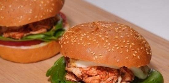 Бургеры с куриным мясом, шпинатом и моцареллой кулинарный рецепт