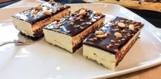 Шоколадно-ванильные пирожные с арахисом кулинарный рецепт