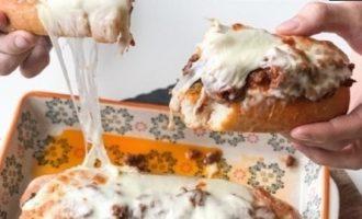Запеченный багет с фаршем кулинарный рецепт