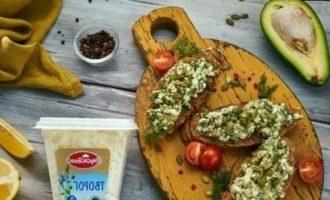 Брускетты с творогом и авокадо кулинарный рецепт
