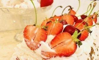 Меренговый рулет со сливочным кремом «Чиз» кулинарный рецепт