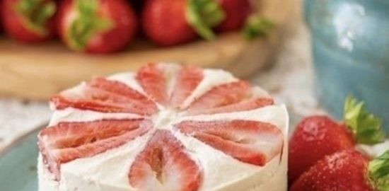 Веганский торт без выпечки с клубникой кулинарный рецепт