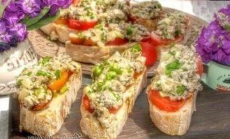 Бутерброды с шампиньонами и томатами кулинарный рецепт
