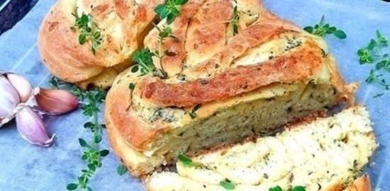 Чесночно-сырная булка с травами кулинарный рецепт