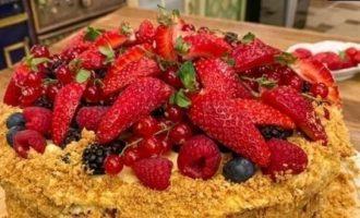 «Наполеон» с ягодами и ванильным кремом кулинарный рецепт