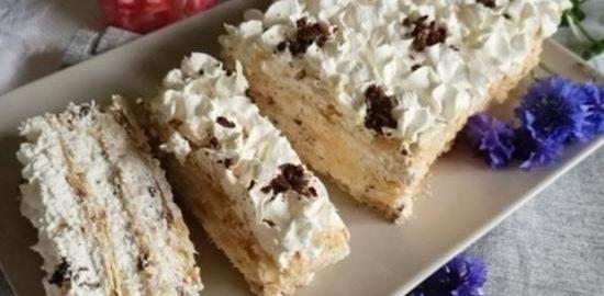 Слоеный торт с творожно-сливочным кремом кулинарный рецепт