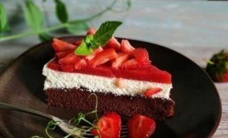 Творожный пирог с клубникой кулинарный рецепт