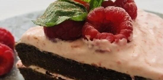 Шоколадный диетический мини-торт с малиной кулинарный рецепт