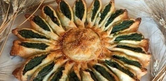 «Солнце» из слоеного теста с рикоттой и шпинатом кулинарный рецепт