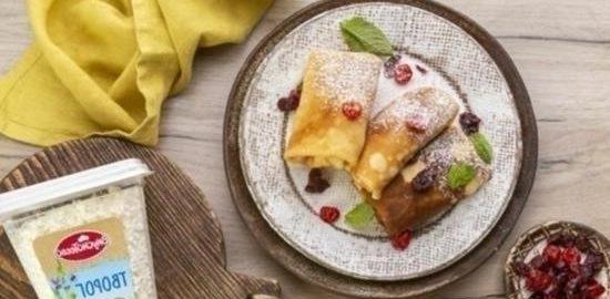 Конвертики с творогом и вялеными ягодами кулинарный рецепт