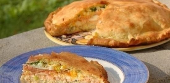 Кулебяка с семгой, рисом и яйцами кулинарный рецепт