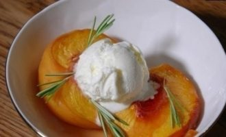 Персики, припущенные в розмариновом сиропе кулинарный рецепт