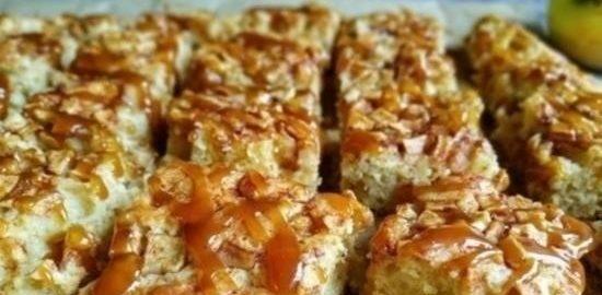 Пирог с яблоками, корицей и карамельным соусом кулинарный рецепт