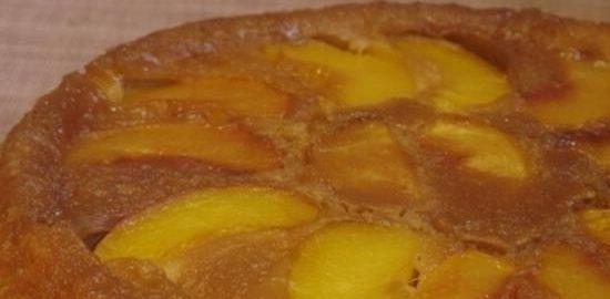 Пирог с персиками в карамели кулинарный рецепт