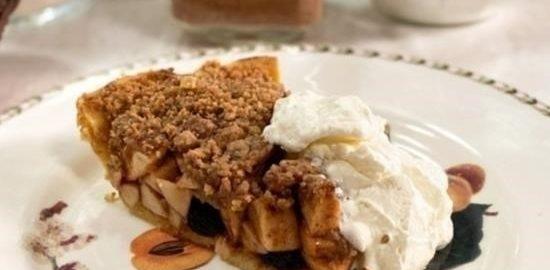 Скандинавский пирог с яблоками, изюмом и грецкими орехами кулинарный рецепт