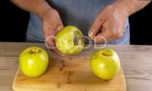 Запеченные яблоки с творогом и сухофруктами рецепт шаг 2