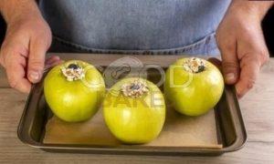 Запеченные яблоки с творогом и сухофруктами рецепт шаг 6