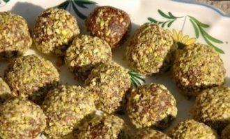 Веганские трюфели из фиников с кешью и фисташками кулинарный рецепт