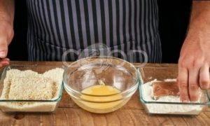 Бургер с котлетой из лосося рецепт шаг 6