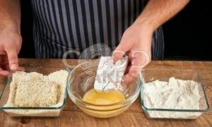 Бургер с котлетой из лосося рецепт шаг 7