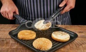 Бургер с котлетой из лосося рецепт шаг 9