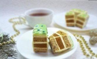 Нарезное пирожное «Медовик-абрикос» кулинарный рецепт