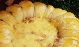 Венок с сыром и колбасой кулинарный рецепт
