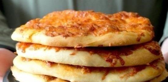 Дрожжевые лепешки с ветчиной и моцареллой кулинарный рецепт